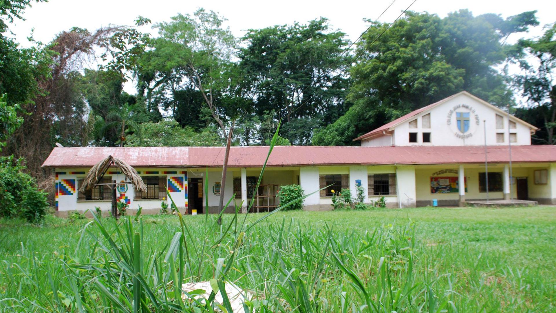 Außenansicht eines Schulgebäudes