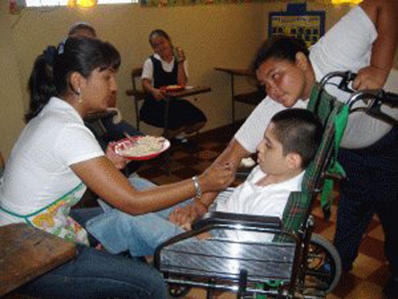 Villa del Rosario: Junge im Rollstuhl