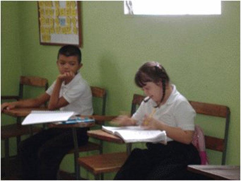 Villa del Rosario: Kinder beim lernen